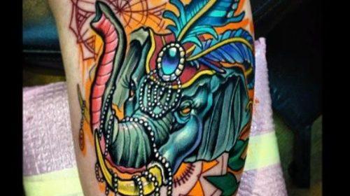 Tatuaje de calavera decorada