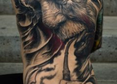 Tatuaje hombre fumando pipa