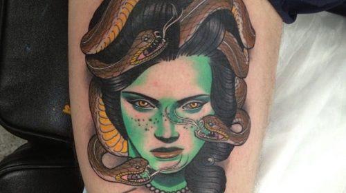 Tatuaje de rostro incompleto