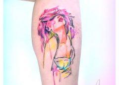 Tatuaje chica pelo rosa