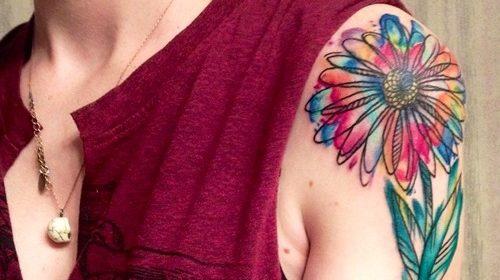 Tatuaje de pájaro de color azul