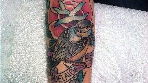 Tatuaje de pájaro en llamas
