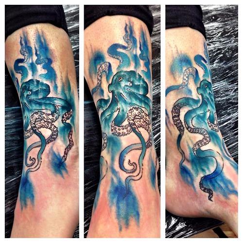 Tatuaje pulpo azul