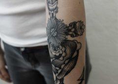 Tatuaje ancla florida