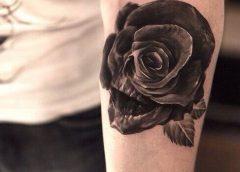 Tatuaje cráneo brazo