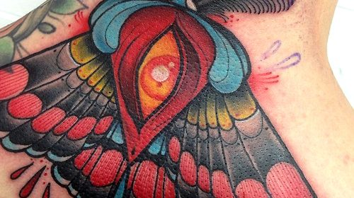 Tatuaje mariposa roja y azul