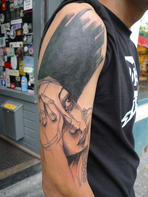 Tatuaje mujer apenada