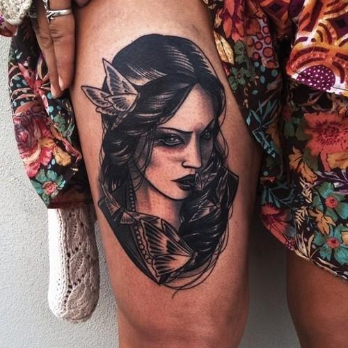 Tatuaje mujer con mariposas