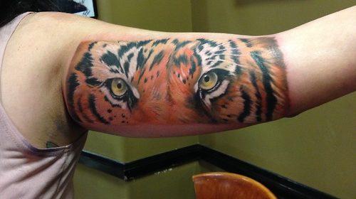 Tatuaje de mariposa oscura
