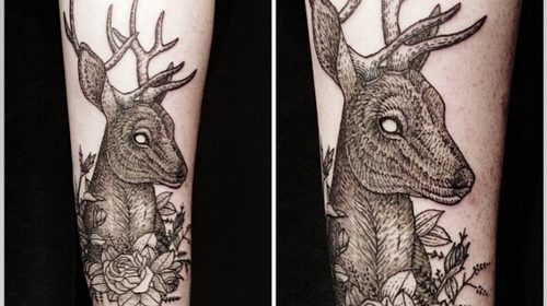 Tatuaje de mujer leyendo