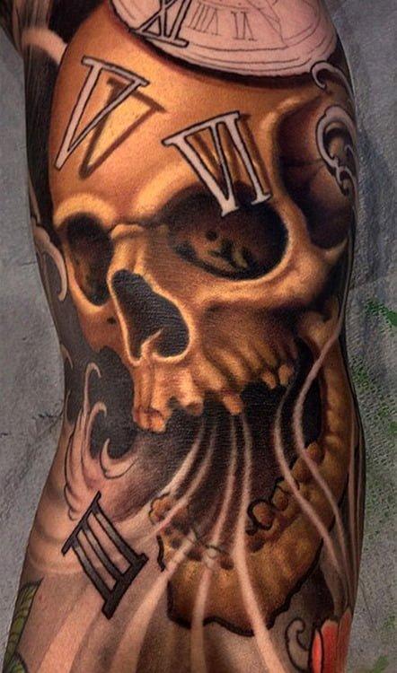 Tatuaje calavera absorve tiempo