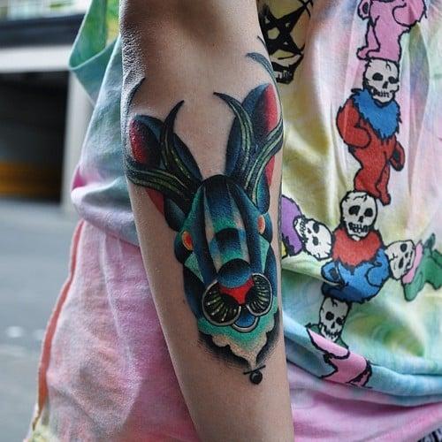 Tatuaje ciervo azul