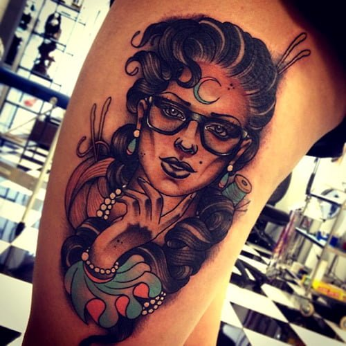 Tatuaje mujer costurera