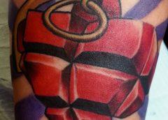 tatuaje corazón granada