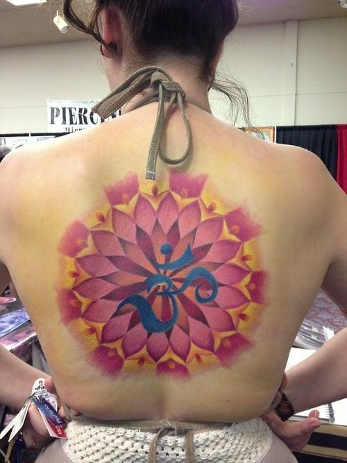 Tatuaje mándala rosa
