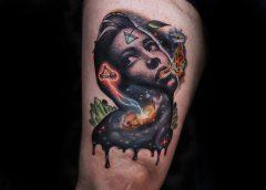 Tatuaje mujer espacial