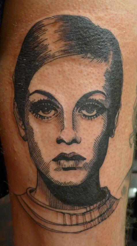 Tatuaje mujer francesa