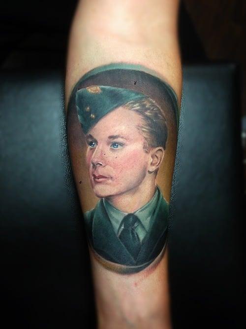 Tatuaje retrato militar