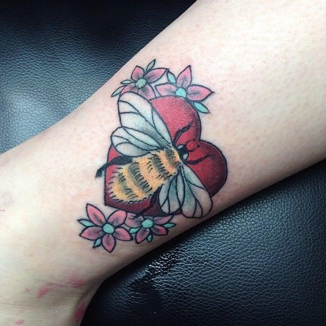 Tatuaje abeja melifera