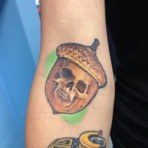 Tatuaje bellota