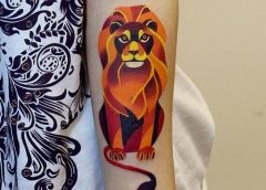 Tatuaje león en el brazo