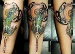Tatuaje pluma pavo real