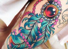 Tatuaje plumas azules
