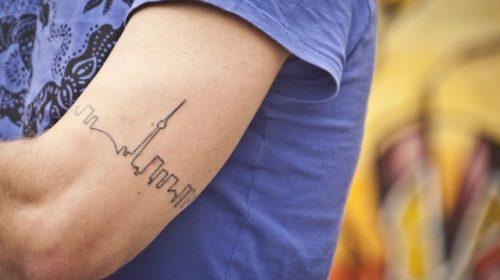 Tatuaje de león multicolor