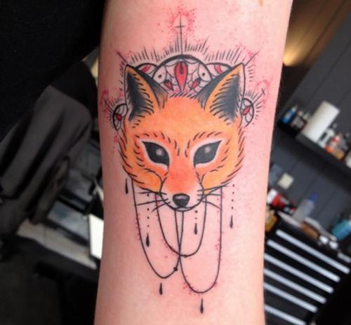 Tatuaje zorro en el brazo