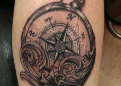 Tatuaje brujula rota