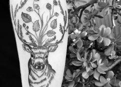 Tatuaje ciervo gris