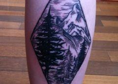 Tatuaje diamante con montañas