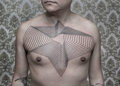 Tatuaje líneas concéntricas