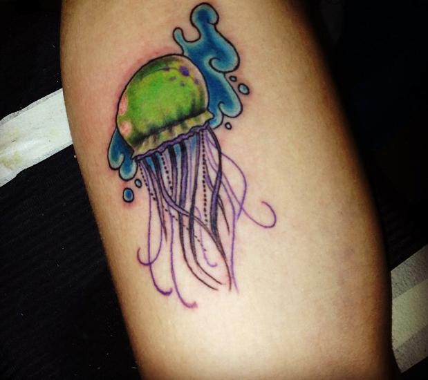 Tatuaje medusa verde