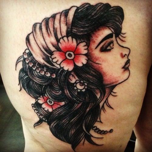 Tatuaje mujer con pañuelo