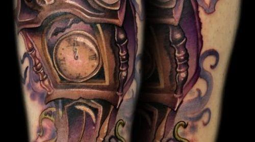 Tatuaje de momia en el brazo