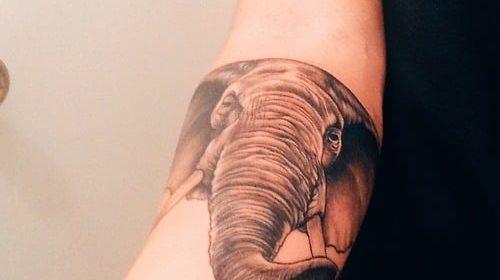 Tatuaje de tigre en la pierna