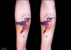 Tatuaje colibrí brazo
