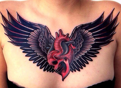 Tatuaje corazón con alas