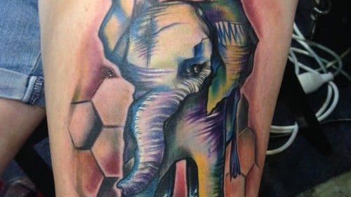 Tatuaje geométrico en el brazo