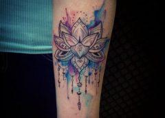 Tatuaje flor brazo