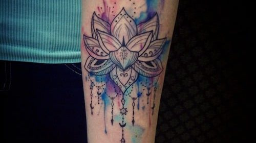 Tatuaje de texto en el brazo
