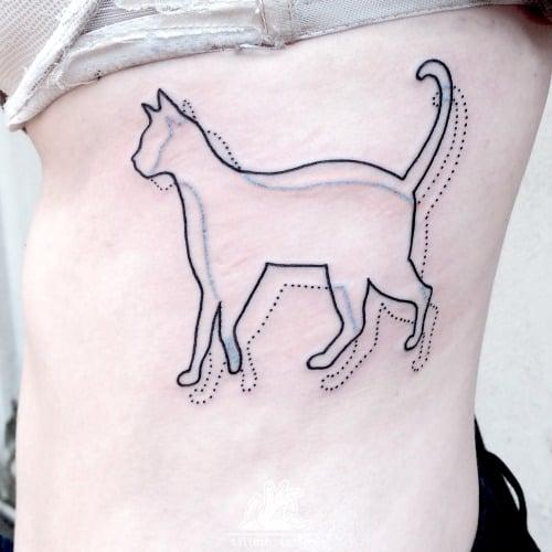 Tatuaje gato en movimiento