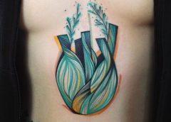 Tatuaje hinojo en el abdomen