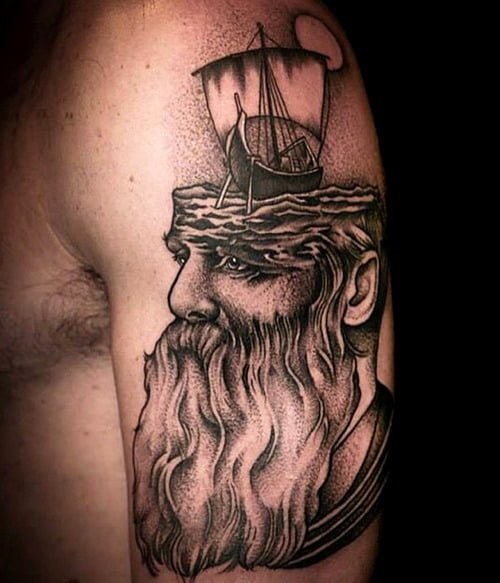 Tatuaje hombre barbudo