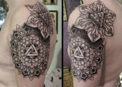 Tatuaje mándala geometrico