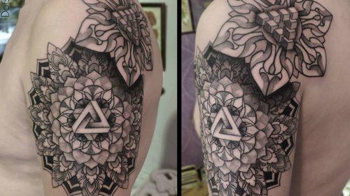 Tatuaje de ciervo en la pierna