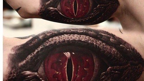 Tatuaje de venado en el pecho