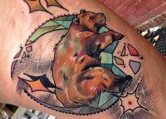 Tatuaje oso abrazado a la luna