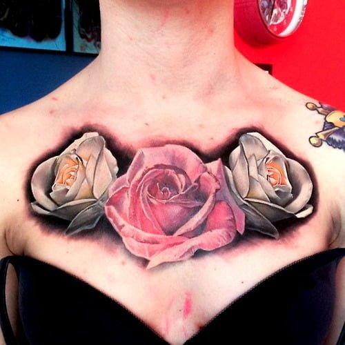Tatuajes rosas en el pecho